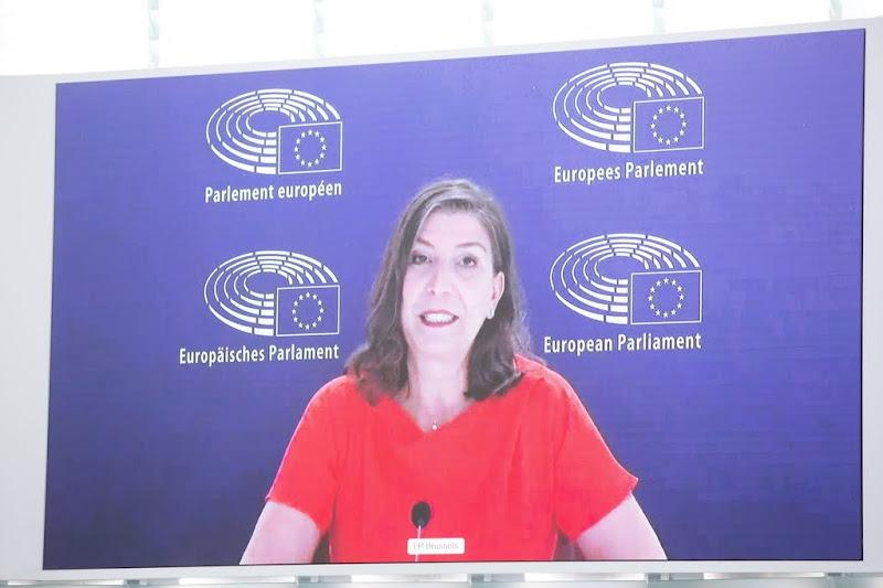 Europarlement: kooien voor landbouwdieren aan banden leggen