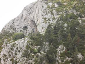 Photo: de nombreuses grottes percent le relief