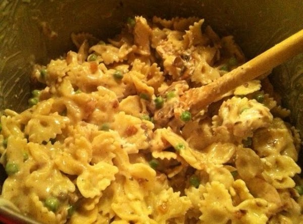In a large bowl, combine pasta and peas, mushroom mixture, chicken, and Alfredo sauce...