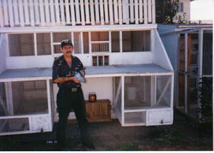 Photo: Yo al frente del palomar de vuelo en Inglewood California.