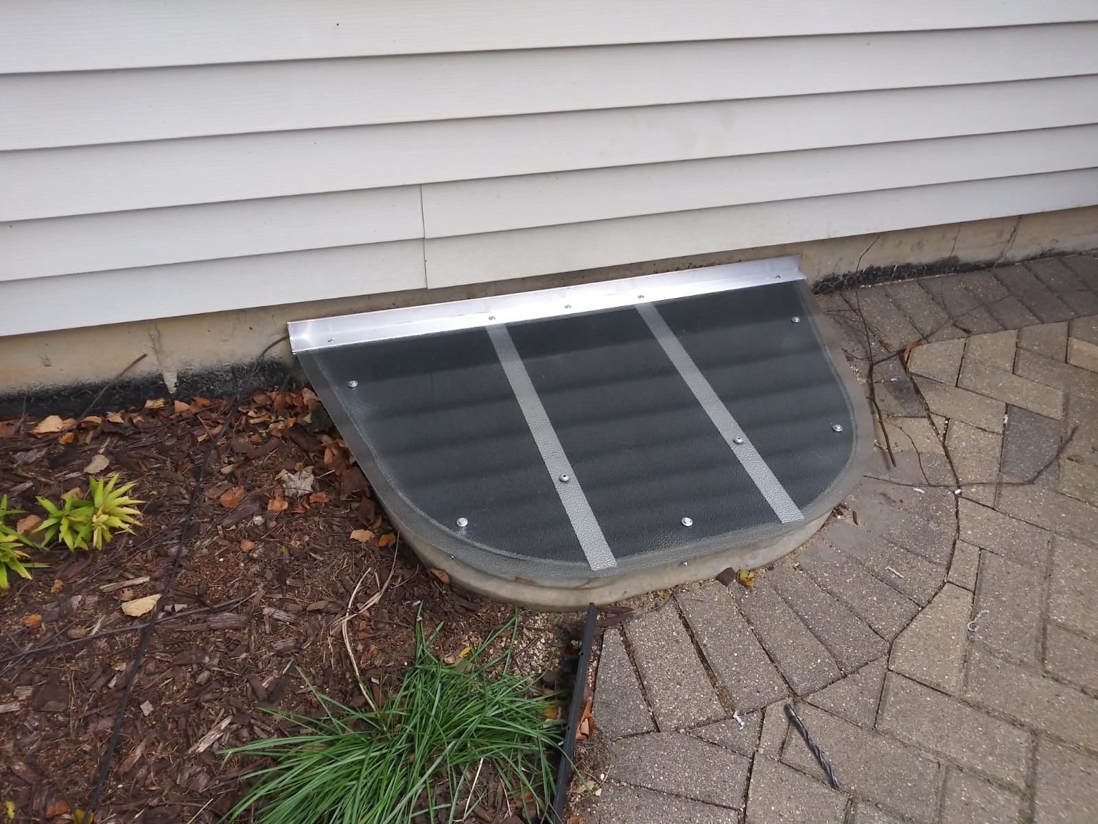 Waukegan, IL-HandyManny Custom Window Well Covers