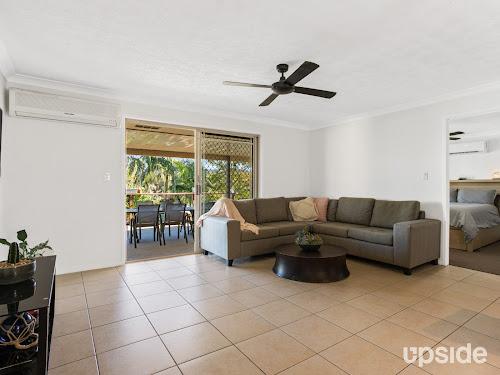 Photo of property at 10 Rachelle Court, Merrimac 4226