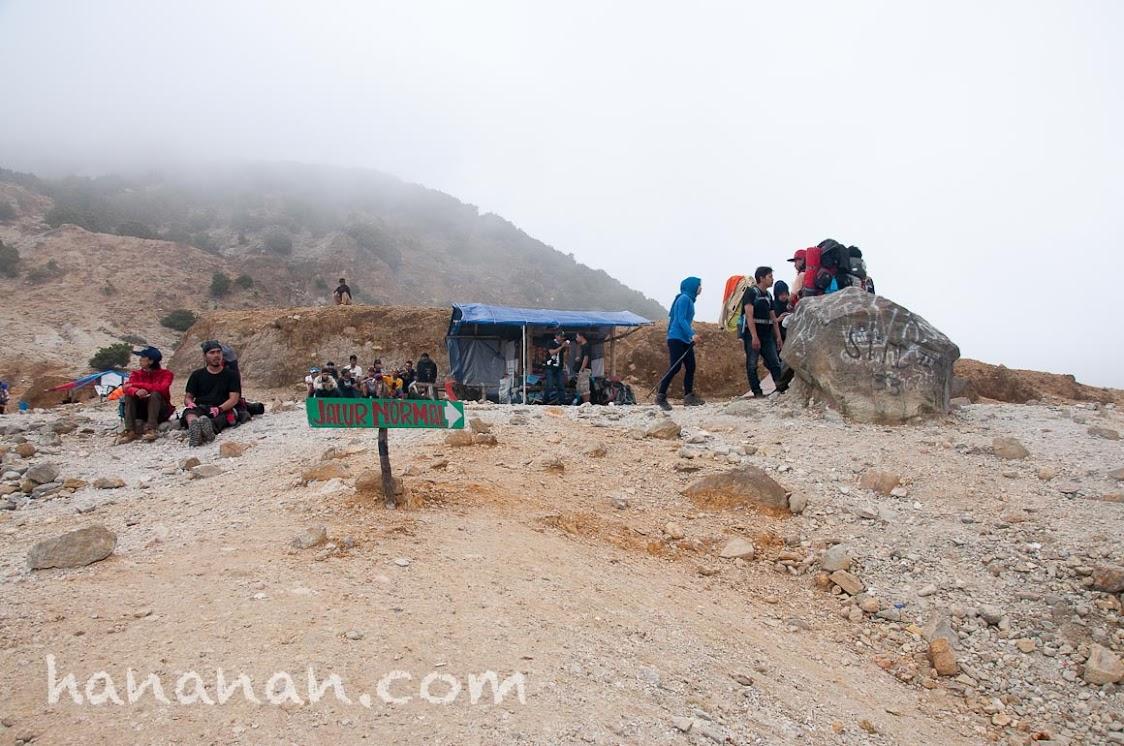 Jalur Normal belok ke kanan. Gunung Papandayan. Kali Mati.