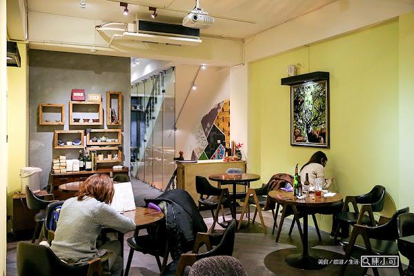 福來許Fleisch咖啡館,台北迪化街餐廳,蛋糕、咖啡、餐點,不限時、部份座位有插座。