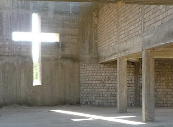 Symbol_Religion_Kreuz Beton.jpg