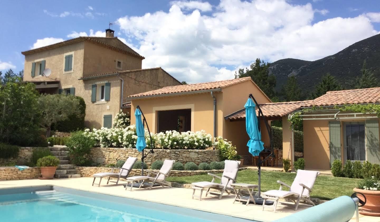 Maison avec piscine et terrasse Rustrel