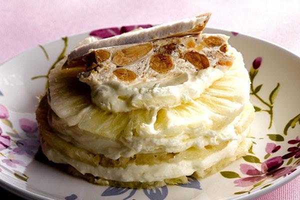 Abacaxi em Camadas com Cream Cheese e Baunilha