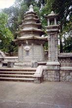 Photo: mộ tháp trụ trì - chùa Báo Quốc