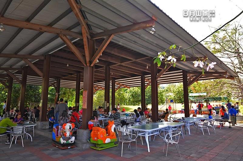 日月山景休閒農場戶外用餐區