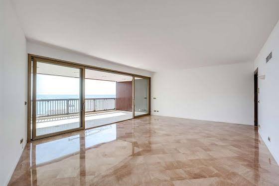 Location appartement 3 pièces 164 m2