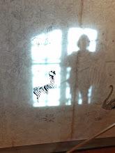 Photo: Tentative de fugue de la chèvre de la Création de l'homme : on fermera bien les fenêtres de la rochelle !