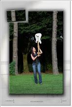 Foto: 2012 09 23 - P 176 A - Gitarre mit Hut