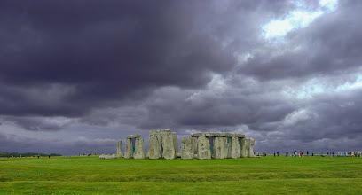 Photo: Wetter in England England ist für sein schlechtes Wetter bekannt - der Regen kommt oft sehr plötzlich. Oft ist es stürmisch. Besonders London ist durch Sir Arthur Conan Doyle berüchtigt für seinen dichten Nebel.