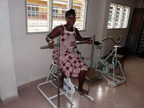 Photo: ou cette bicyclette sur laquelle chacun va perdre de grosses gouttes de sueur, mais gagner de la force et de l'amplitude
