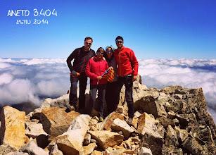 Photo: L'Aina Costes (R/G) amb la mare, el pare i el germà a l'Aneto (3.404m). Just abans de passar el pas de Mahoma.