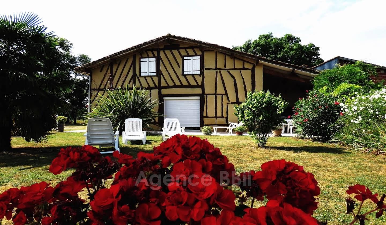 House with terrace Eauze