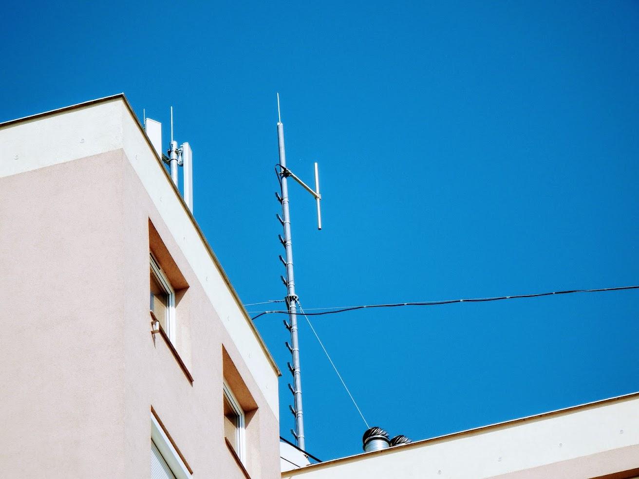 Mosonmagyaróvár/toronyház - helyi URH-FM adóállomás