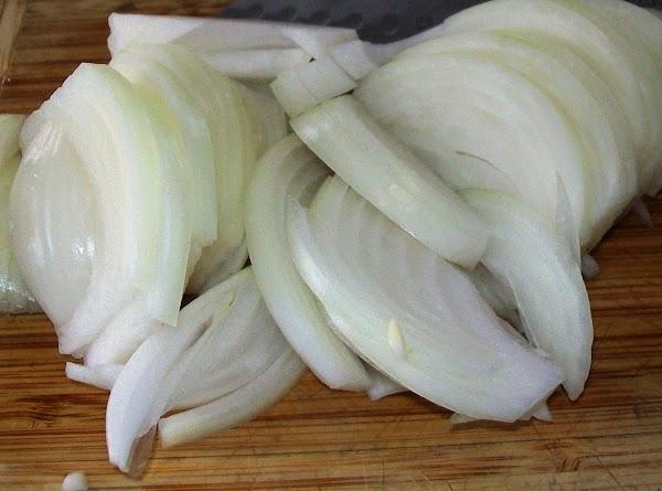 Slice the onions thin.