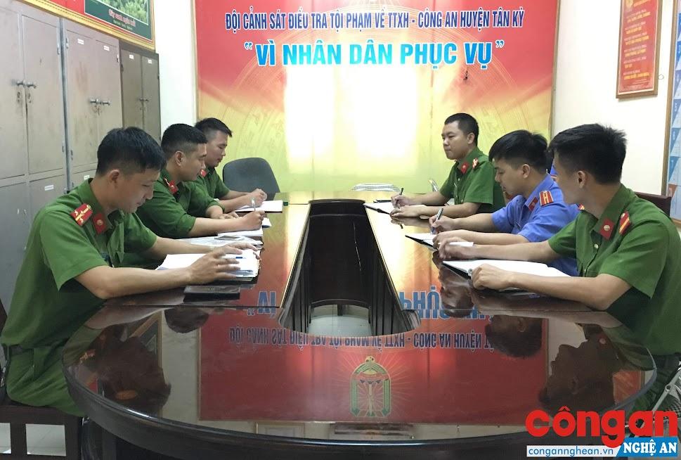 Đội Cảnh sát ĐTTP về Hình sự, Kinh tế, Ma túy Công an huyện Tân Kỳ họp bàn phương án đấu tranh tội phạm ma túy
