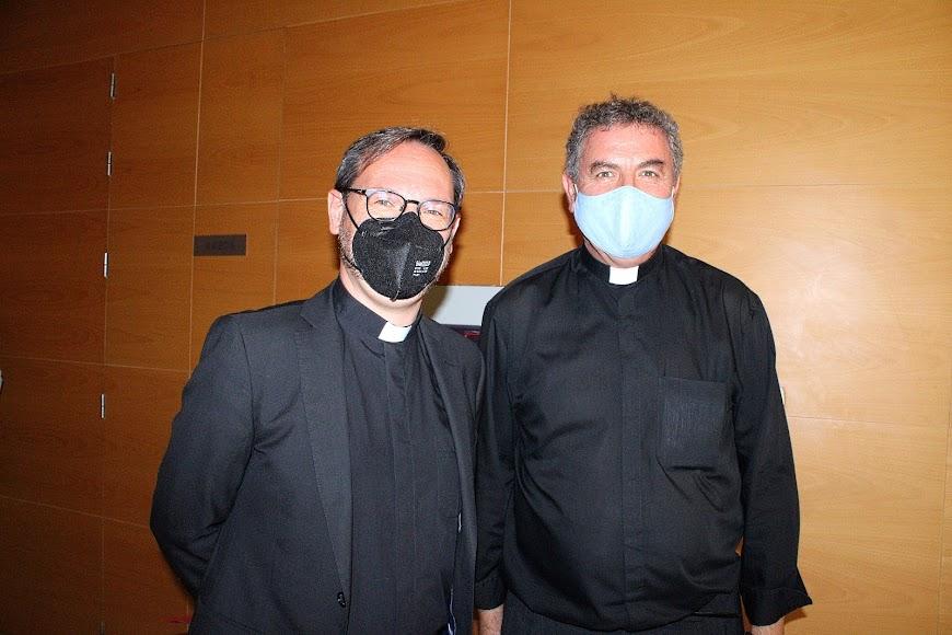 El vicario general junto al prefecto de pastoral de la Catedral de la Encarnación, Juan José Martín Campos.