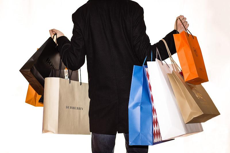 Shopping che passione... di Sergio Locatelli