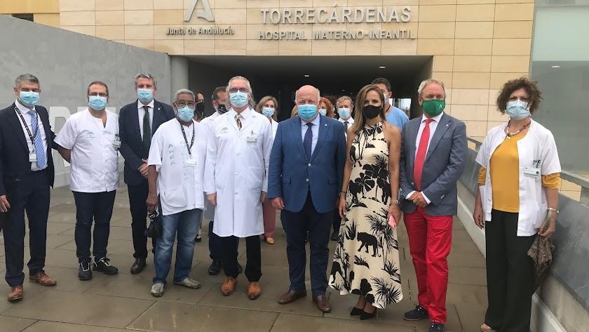 Autoridades provinciales y sanitarias en una visita reciente al Hospital Torrecárdenas. L