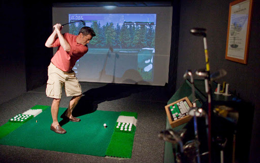 Seadream-golf.jpg - Work on your swing with the golf simulator on a SeaDream Yacht Club cruise.