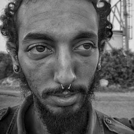 che by Moshe Friedline - Black & White Portraits & People