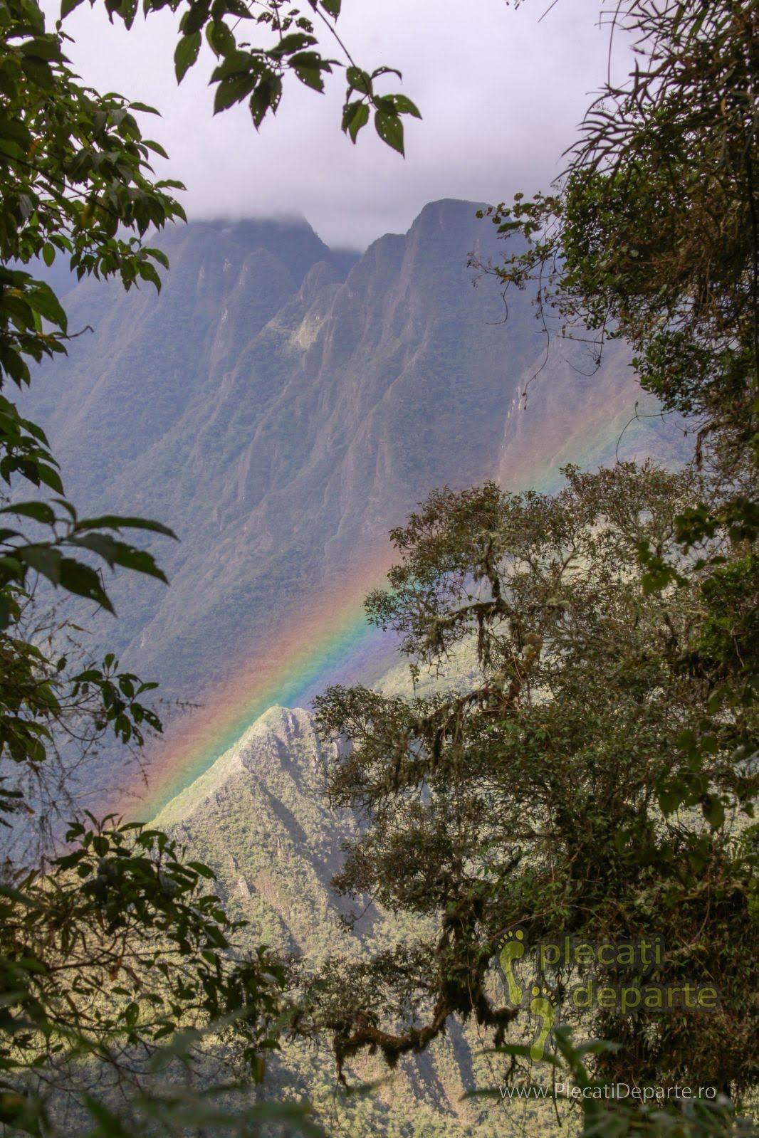 Curcubeu dupamasa pe Inca Trail spre Machu Picchu, in Peru