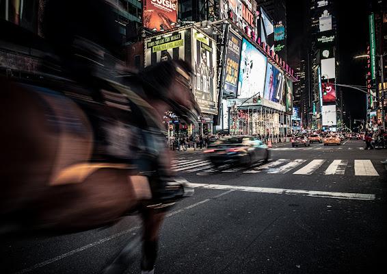 The horse that runs in Times Square di Marco Tagliarino