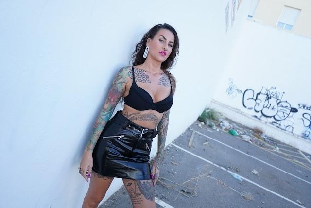 Imagen de más tatuajes de Lucy, repartidos por su cuerpo