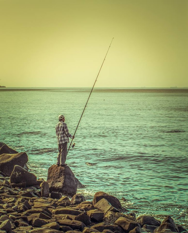 Fisherman at the throne of hope by Prince Alvin Chua - People Street & Candids