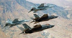 aerei caccia in volo