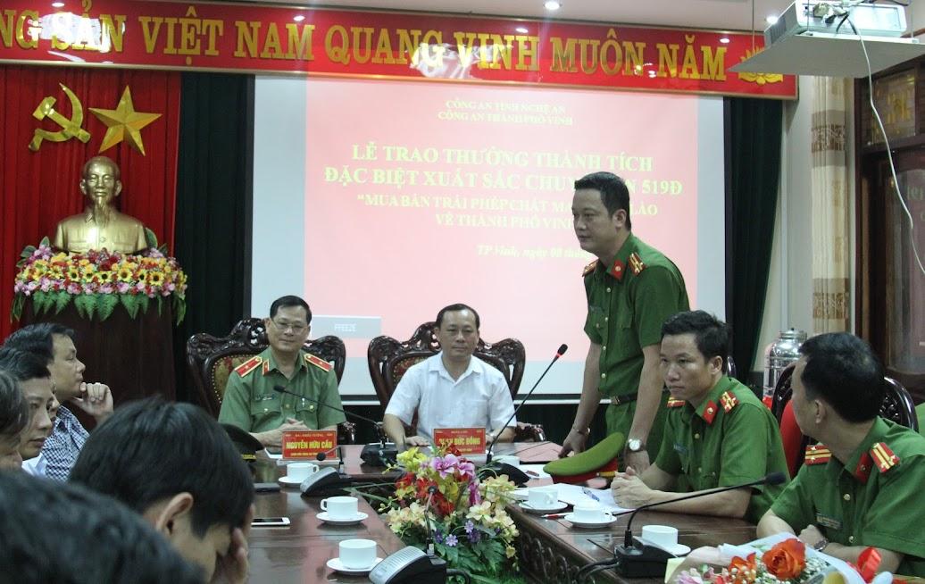 Đồng chí Thượng tá Nguyễn Đức Cường, Trưởng Công an TP Vinh phát biểu tại Lễ trao thưởng.