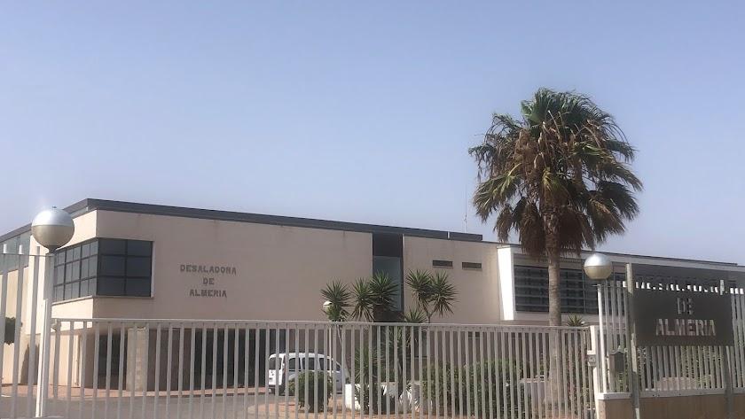 La desaladora de Almería aporta agua a los regadíos del Bajo Andarax