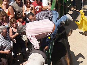 Photo: ZA-01 FUENTESAUCO (ZAMORA), 8-7-06.- Tres varones resultaron hoy heridos, uno de ellos de gravedad, tras recibir sendas cornadas durante la celebración de los encierros callejeros de Fuentesaúco (Zamora), según informaron a Efe fuentes del Centro de Salud de La Guareña, donde les atendieron en primera instancia.El primero de los heridos, M.V.M, un varón de 50 años vecino de la localidad, recibió una cornada en el muslo izquierdo de unos 20 centímetros en la plaza del pueblo y fue atendido en el Centro de Salud de la Guareña, donde se le estabilizó y se le trasladó en ambulancia hasta el Hospital Clínico de Salamanca, donde está siendo intervenido. EFE/JESUS DE LA CALLE