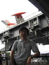 Photo: 航母下层甲板上