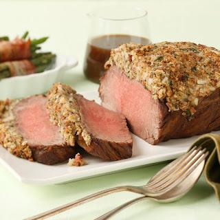 Roastbeef mit Pfefferkruste und Speckbohnen