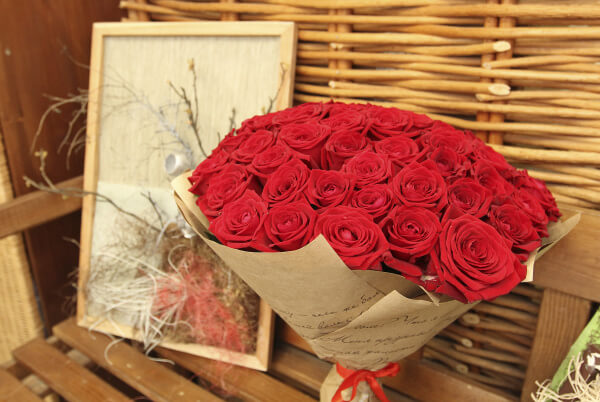 Сколько роз можно подарить маме или другой родственнице