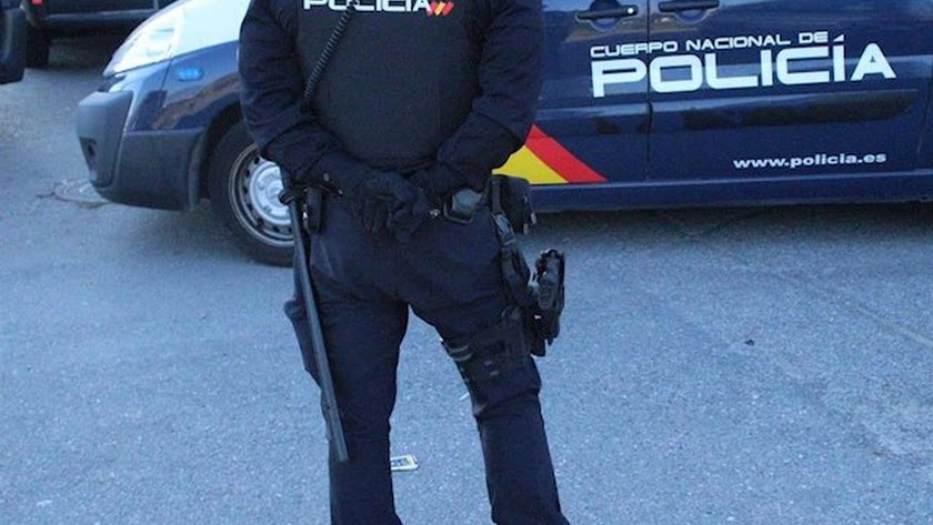 La Policía investiga el crimen en la calle Alcor.