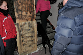 Photo: Bonnie og Torhild på vei opp for å søke i neste etasje
