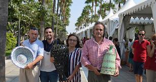 El concejal de Cultura con los ganadores del certamen.