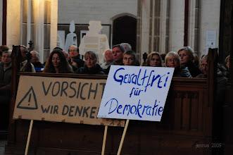 Photo: Gewaltfrei für Demokratie