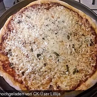 Pizza Margarita Pikante mit Chili und Salbei