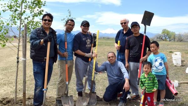 पृथ्बी दिवसको अवसरमा नेपालीले कोलोराडोमा गरे बृक्ष रोपण