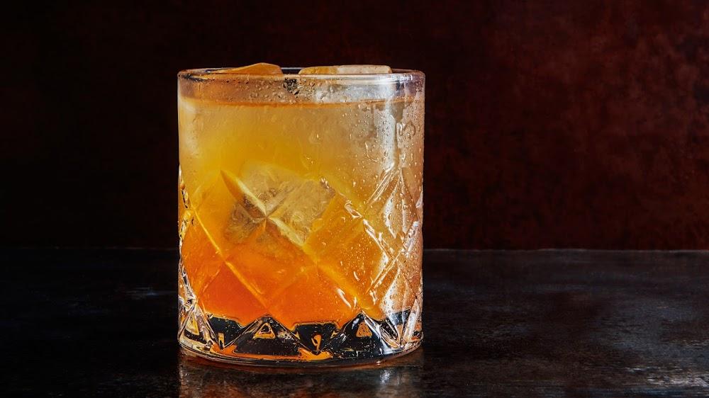 offbeat-whiskey-cocktails-delhi-ncr_bartender_blues