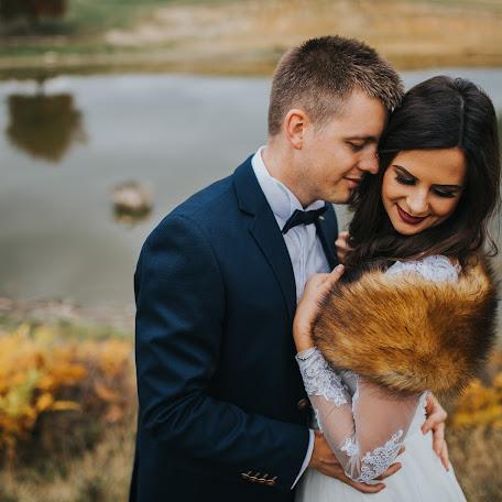 Wedding photographer Beáta Angyalosi (captureit). Photo of 09.11.2017