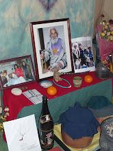 Photo: 亡くなった家に飾られている写真や遺品