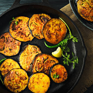 Begun Bhaja Recipe (Bengali Style Spiced And Fried Aubergine Slices)