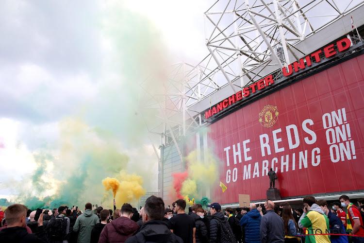 📷 Les fans de Manchester United envahissent le terrain avant le Derby